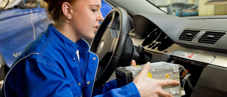 Berufsbild Kfz-Mechatroniker/ in