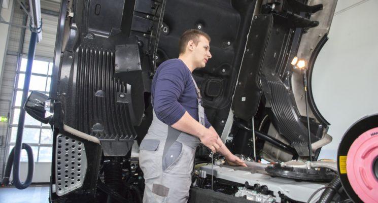 Kraftfahrzeugmechatroniker (m/w/d) – Nutzfahrzeugtechnik